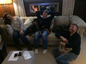 дочь, её собака, син, наши собака и уё муж.